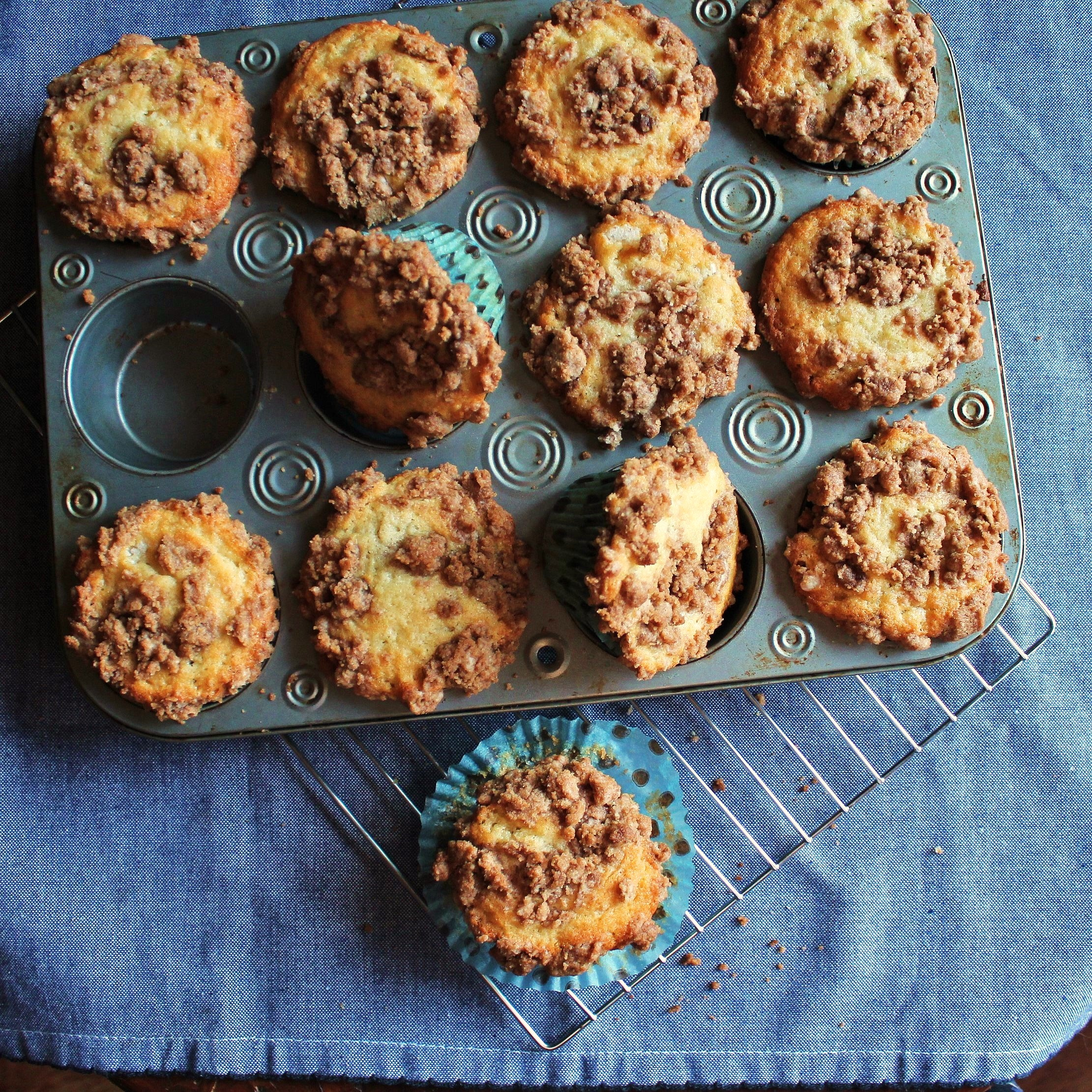coffe cake muffins with streusel topping
